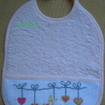 modèle point de croix bavoir bebe