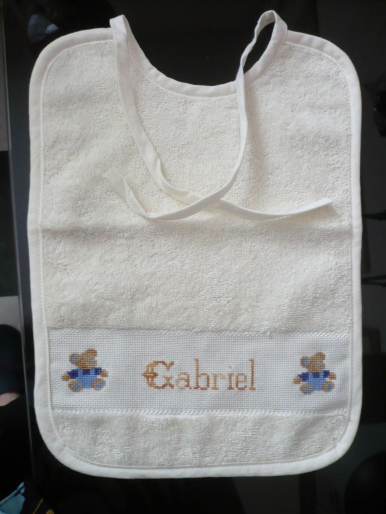 Motif point de croix pour bavoir bebe 16 - Grilles gratuites point de croix bebe ...